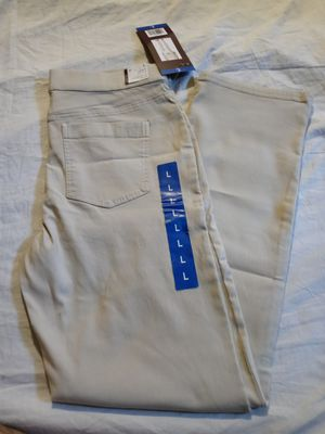 Gloria Vanderbilt stretchy jean size Large. New for Sale in Tustin, CA