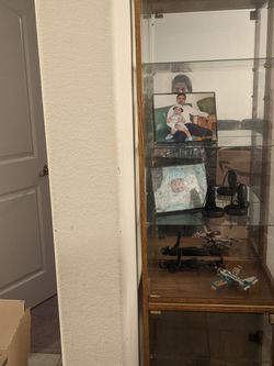 Curio Cabinet Glass Looking With 5 Shelvs for Sale in Round Rock,  TX