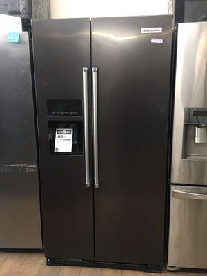 2019 Kitchen Aid Side By Side Fridge for Sale in Montebello, CA