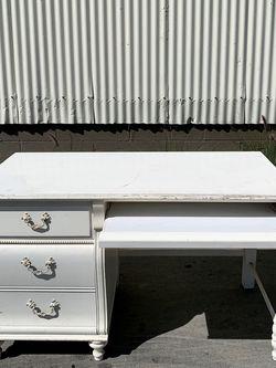 Stanley Furniture White Shabby Chic Desk for Sale in Bell Gardens,  CA