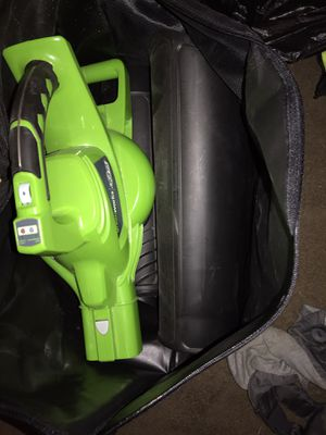 Leaf vacuum & blower with bag and all attachments for Sale in Wyncote, PA