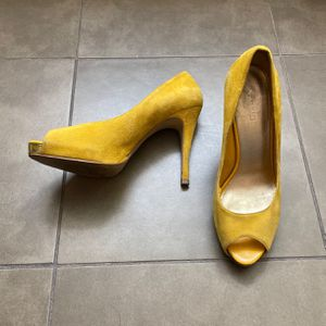 Nine West Size 8 Yellow Peep Toe Heels for Sale in Irving, TX