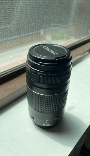 Canon Zoom Lens EF 75-300mm 1:4-5.6 III for Sale in LAUD BY SEA, FL