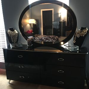 Beautiful black bedroom furniture for Sale in Woodbridge, VA