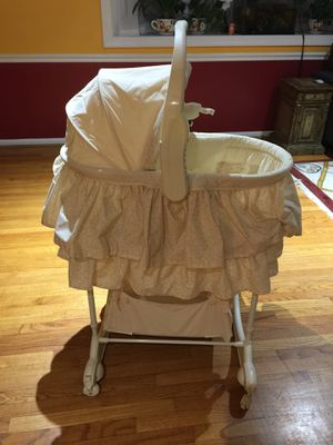 Gliding bassinet for Sale in Annandale, VA