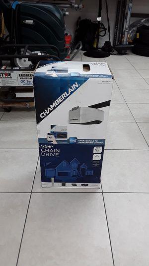 Chamberlain 1/2 HP Chain Drive Garage Door Opener HD420EVP for Sale in Davie, FL