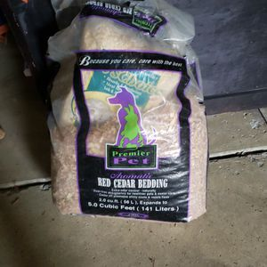 Huge Bag Of Red Cedar Pet Bedding ! Cheap for Sale in Canton, MI