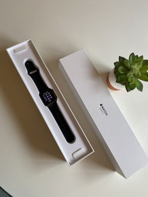 Series 3 Apple Watch 38mm + 3G (Space Grey, aluminum) for Sale in Herndon, VA