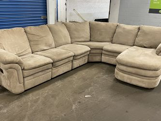 Beige Sectional with Recliner (Free Delivery) for Sale in Cicero,  IL