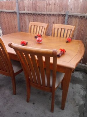 Dinning table for Sale in Bloomington, CA