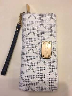 Micheal kors large wallet for Sale in North Las Vegas, NV
