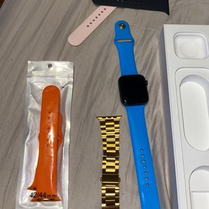 Apple Watch Series 5 44mm for Sale in Norwood, MA