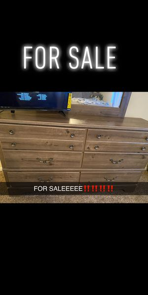 Queen Sized Bedroom Suit For Sale‼️‼️ Slide for More Pictures‼️‼️ for Sale in Macon, GA