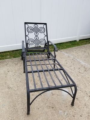Adjustable aluminum Sun chair just needs a new cushion for Sale in Lincoln Park, MI