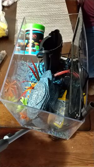 Free Small fish tank for Sale in Mesquite, TX