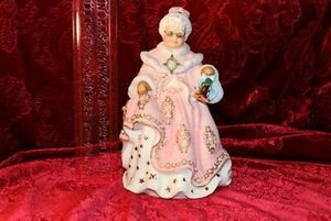 Porcelain Danbury Mint Victorian Mrs. Claus for Sale in Blountville, TN
