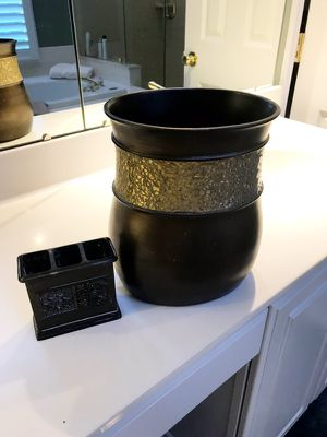 Waste bucket and 2 matching tooth brush holders for Sale in North Potomac, MD