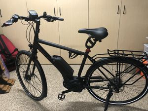 Trek 700 electric assist bike brand new condition only 130 miles of use, 4,000$ brand new with all the accessories, comes with battery charger and Bo for Sale in Hollywood, FL