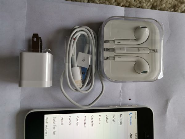 IPHONE 5C 16GB UNLOCKED VERY CLEAN COMES WITH ACCESSORIES