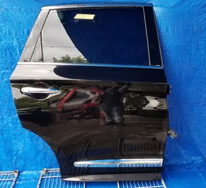 2016 - 2018 INFINITI QX60 REAR RIGHT PASSENGER SIDE DOOR BLACK for Sale in Fort Lauderdale, FL