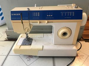 Singer foot paddle sewing machine for Sale in Ewa Beach, HI