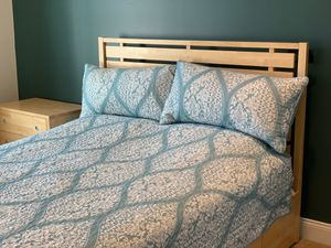 Maple color wood queen size bed with storage drawers for Sale in Haymarket, VA