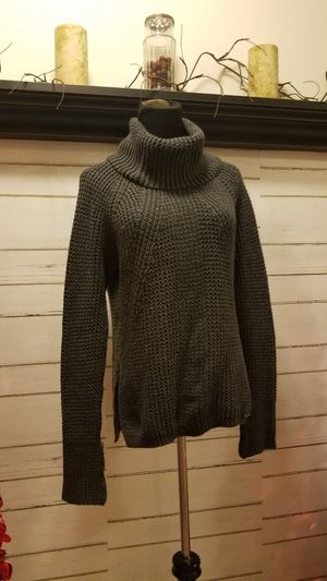 Michael Kors dark gray cable knit sweater sz medium for Sale in Swedesboro, NJ