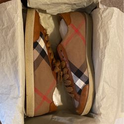 Burberry Low Top for Sale in Redford Charter Township,  MI