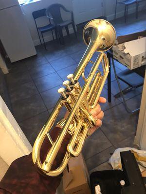 Nueva ya disponible en su caja Preciosa la trompeta for Sale in Denver, CO