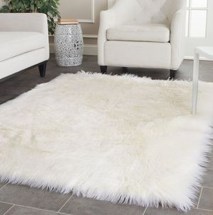 White Fur Rug for Sale in Emeryville, CA