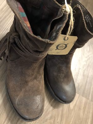 Boots castagno distressed born size 6 for Sale in Covina, CA