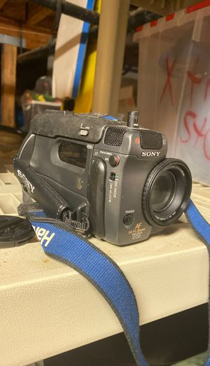 OLD SONY VIDEO CAMERA CCD-TR101 for Sale in Santa Clara, CA