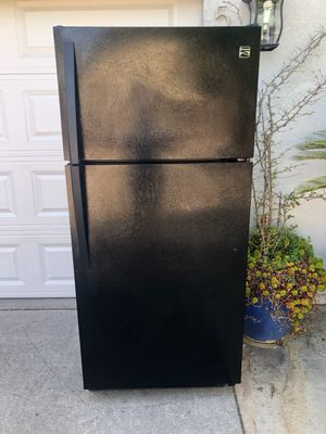 Kenmore top and bottom refrigerator for $220 for Sale in Elk Grove, CA