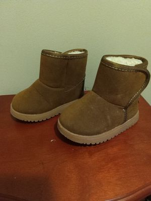 Ugg style girls boots size 4/5 toddler for Sale in Niagara Falls, NY