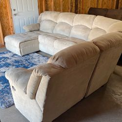 SECTIONAL RECLINING (free delivery ) for Sale in Oregon City,  OR