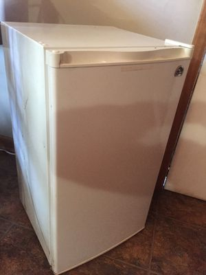 Mini fridge for Sale in Nashville, TN