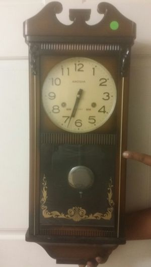 Nice antique clock for Sale in Fresno, CA