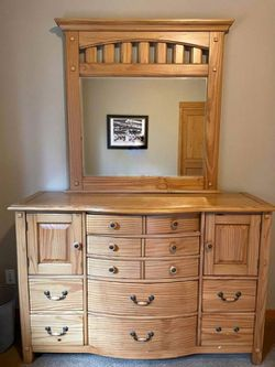 Very Nice Solid Pine Wood Dresser with Mirror for Sale in Renton,  WA