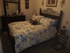 Electronic Base Sealy w/Queen Bedroom Suite for Sale in Benton, AR