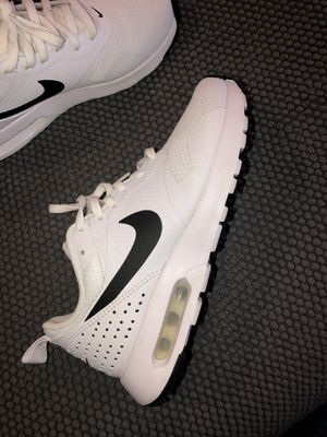 Nike air woman's shoes (6.5) for Sale in Vallejo, CA