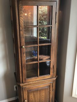 Oak Curio/ Display Cabinet for Sale in Kirkland,  WA