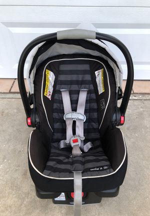 Graco SnugRide Click Connect 35 Infant car seat for Sale in St. Petersburg, FL