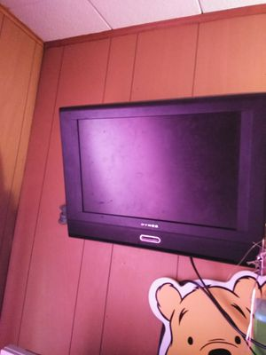 Small TV and mount. for Sale in Goldsboro, PA
