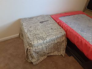 Ottoman & Fold Out Twin Bed for Sale in Clermont, FL