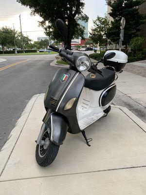 150cc scooter for Sale in Miami, FL