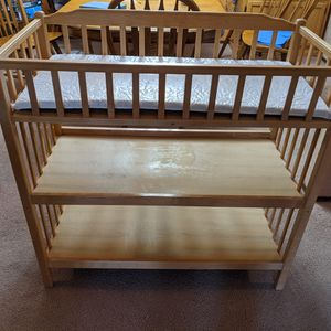 Changing table great shape with pad for Sale in Auburn, WA