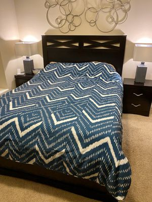 Queen Bed Frame, 2 Nightstands, 2 Tall Dressers and 2 Lamps for Sale in Los Angeles, CA