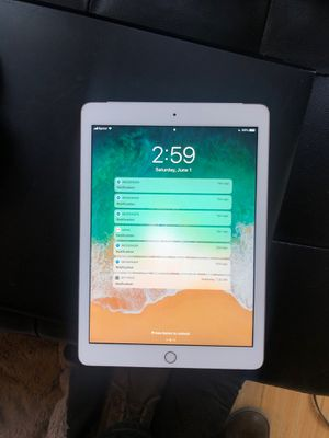 iPad 2 32 gb gold WiFi sprint 80.00 for Sale in Seattle, WA