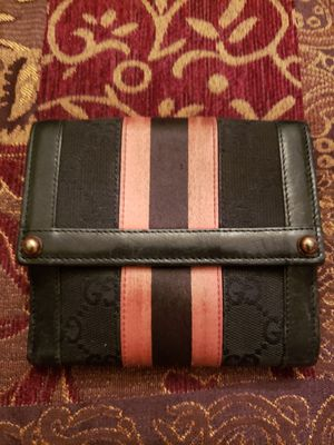 Gucci wallet for Sale in Baytown, TX