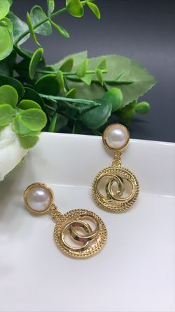 Gorgeous European Style Earrings for Women for Sale in Los Angeles,  CA